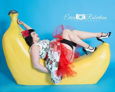 Banana-pin-up-girl-laying