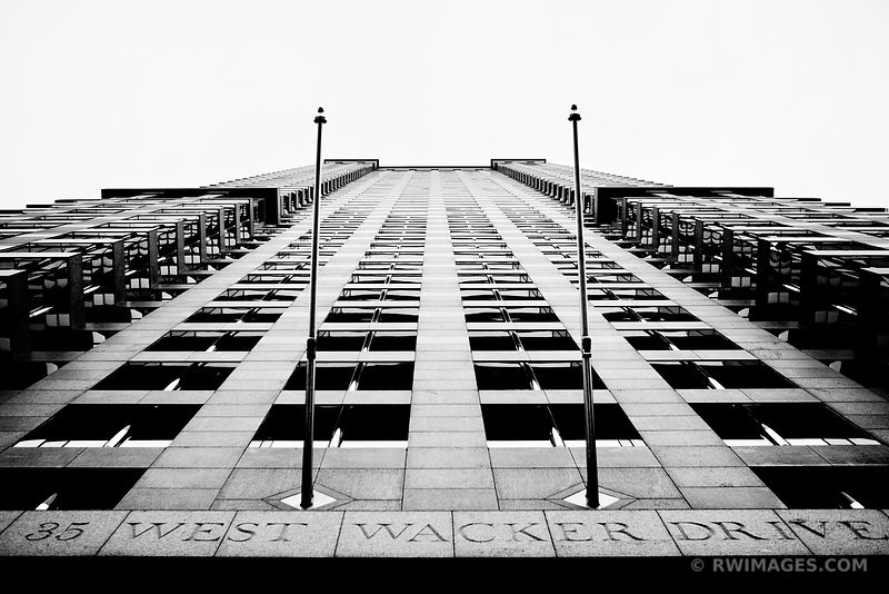 35 WEST WACKER DRIVE DOWNTOWN CHICAGO ILLINOIS BLACK AND WHITE