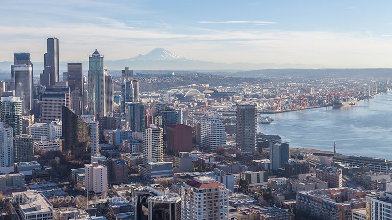 Mt Ranier and Seattle city