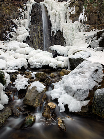 Icy_waterfall_Petoskey_2018_warp_dodge_burn_Shadow_auto_color_sides_rocks_0018