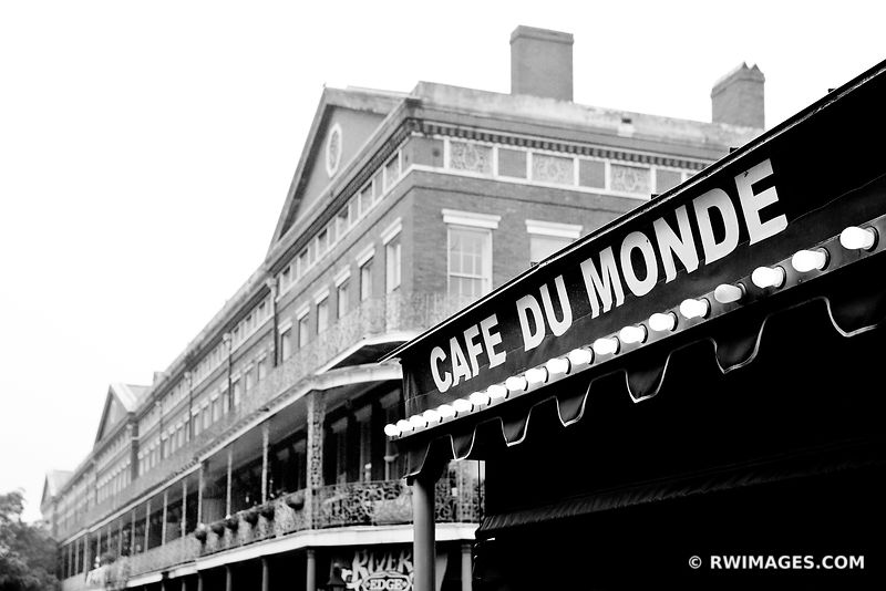 CAFE DU MONDE FRENCH QUARTER NEW ORLEANS LOUISIANA BLACK AND WHITE