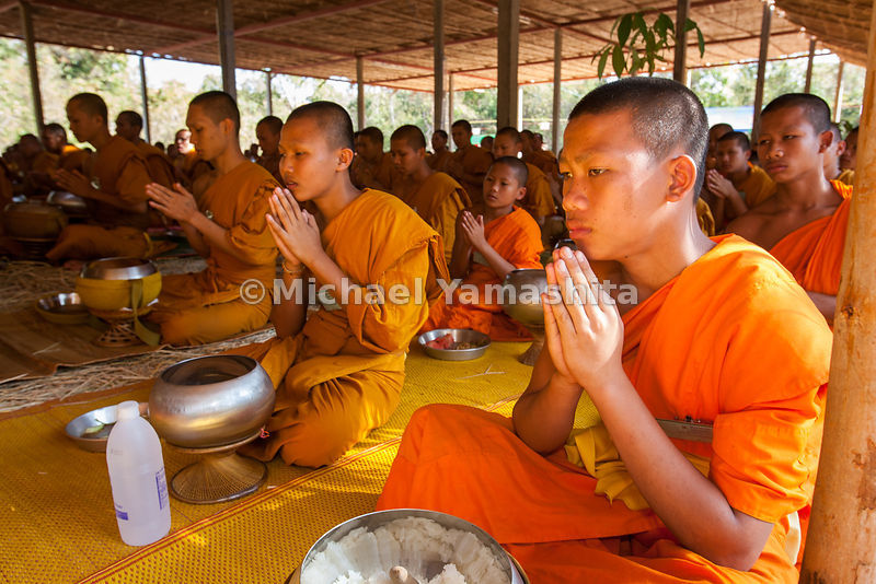 Monk camp pics continued from folder#2. 400 monks eat breakfast after binthabat.
