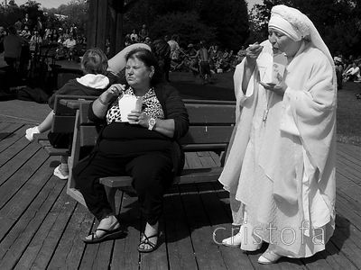 two women enjoy a snack at the Salt Spring Saturday Market