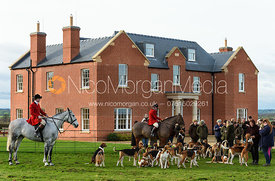 The Belvoir hounds in front of the house. The Belvoir Hunt at Sheepwash 29/12