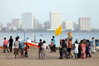 A family brings their Ganpati idol to immerse it at Chowpatty Beach, Mumbai, India.