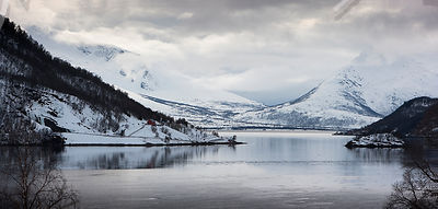 Lake_and_mountain_panorama-try1