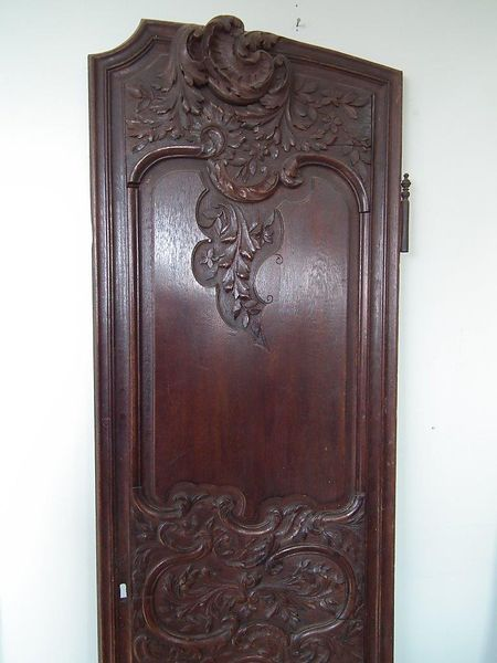 carved_oak_door_detail