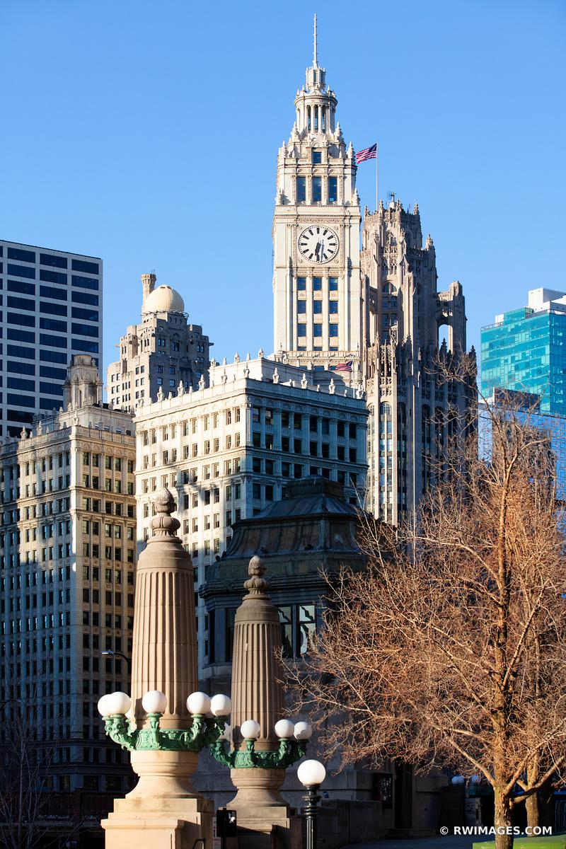 WRIGLEY BUILDING CHICAGO DOWNTOWN ARCHITECTURE CHICAGO ILLINOIS COLOR VERTICAL
