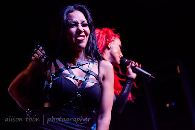 Heidi Shepherd and Carla Harvey, vocals, Butcher Babies