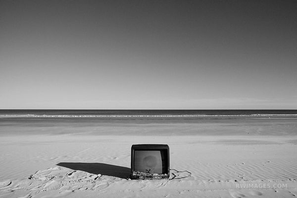BLACK AND WHITE BEACH TV
