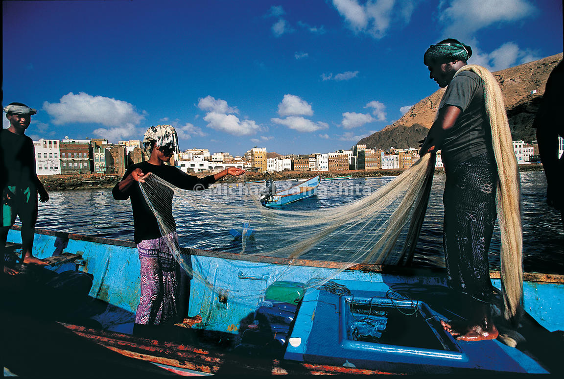 Al Mukalla backed by rugged volcanic mountains: this bustling port city has its face to the sea.