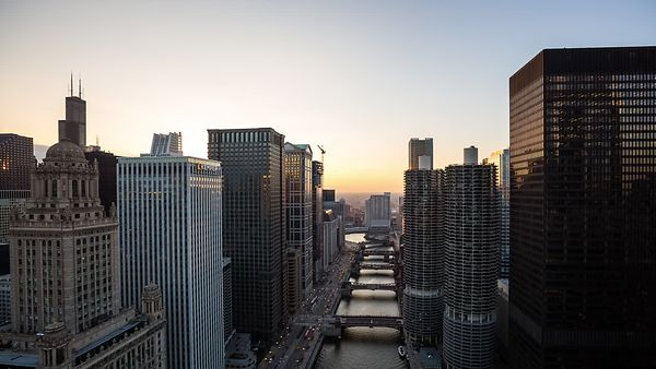Bird's Eye: An Day to Night Above the Chicago River Corridor Influenced by a Blanket of Stratus Clouds