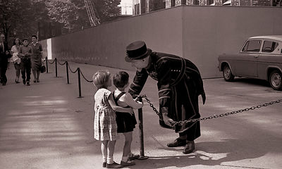 Friendly Beefeater | Tower of London | 1965