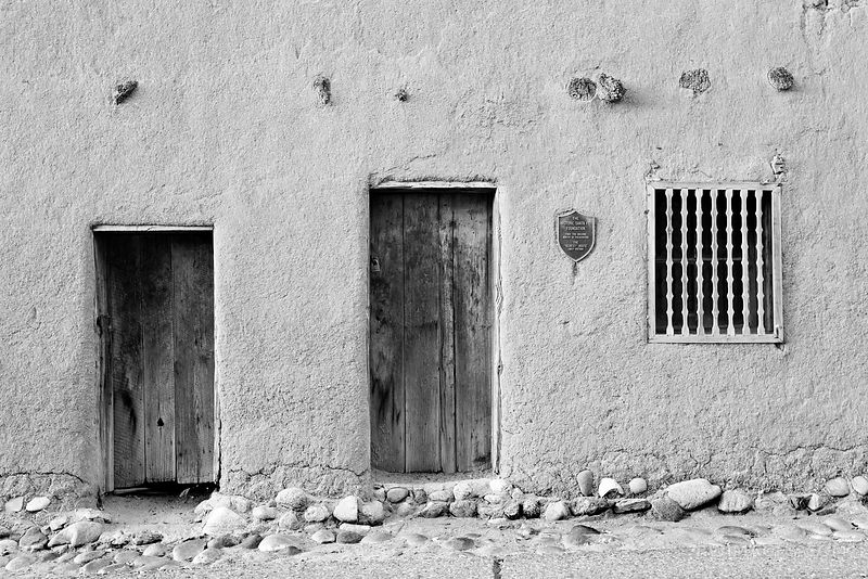 CASA VIEJA DE ANALCO OLDEST HOUSE IN US SANTA FE NEW MEXICO ARCHITECTURE BLACK AND WHITE