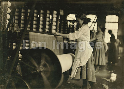 Girls at looms at the Lincoln Cotton Mills, 1908