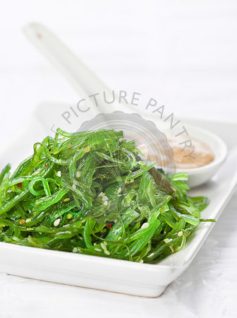 Seaweed Salad with walnut sauce