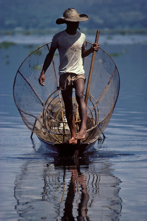 Leg-rowing fisherman