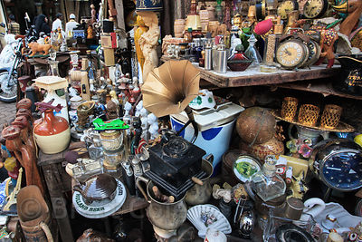 Exterior of a crowded antique and curio shop in Chor Bazaar, also known as the Thieves Market, Mumbai, India.
