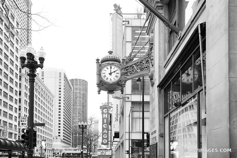 MACY'S CLOCK MARSHALL FIELDS CLOCK STATE STREET CHICAGO THEATRE SIGN CHICAGO ILLINOIS BLACK AND WHITE