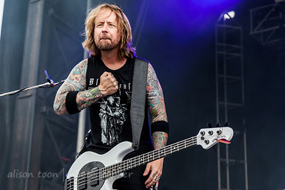 Stevie Benton, bass, Drowning Pool