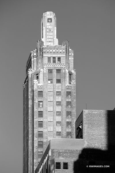 CARBON AND CARBIDE BUILDING ART DECO ARCHITECTURE CHICAGO ILLINOIS BLACK AND WHITE VERTICAL