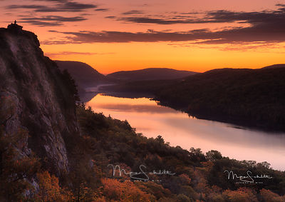 Lake_of_the_Clouds_crop_UP_Porcupine_Mountains_Fall_2017_twk_dodge_rocks_sig_print_dodge_rock_burn_water_bright_rocks_final_P...
