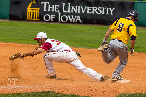 Coe wins 2nd straight IIAC baseball title