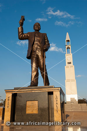 Statue of DR Kamuzu Hastings Banda in front of the Memorial tower to commemorate WWI and WWII, Lilongwe, Malawi