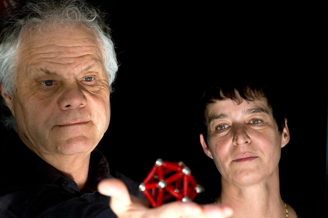 look at sciences | Chantal Abergel et Jean-Michel Claverie