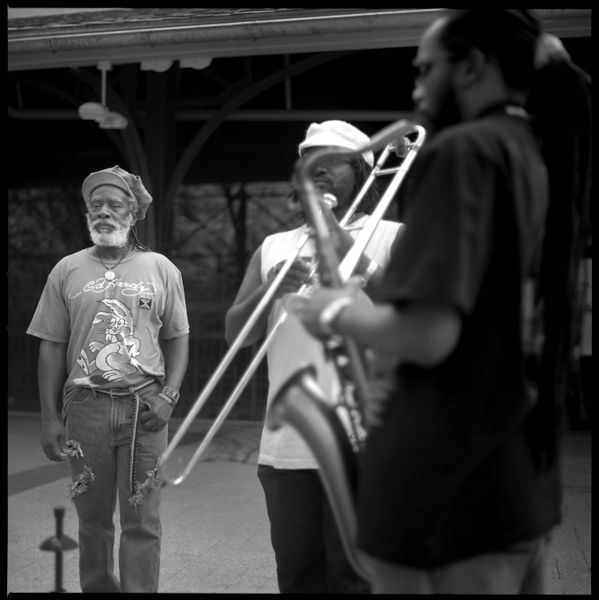 REG13024_Winston_Rodney__the_Burning_Spear_with_Horn_Players_Backstage_Preview