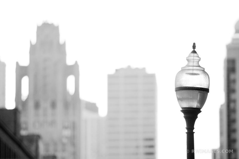 CHICAGO STREET LAMP BLACK AND WHITE