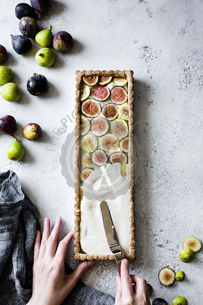 Preparing a vegan gluten-free fig tart