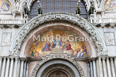 19th century mosaic 'Christ in Glory' (Lattanzio Querena, 1768-1853), above central door of St Mark's Basilica (Basilica di S...