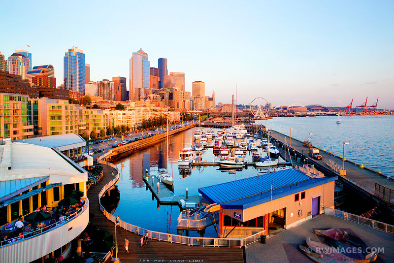 SEATTLE DOWNTOWN WATERFRONT AT SUNSET