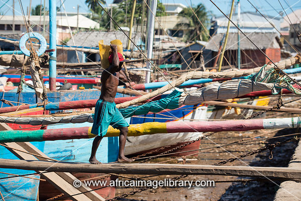 Men off-loading cargo from dhow in the old dhow harbour, Mahajanga, Madagascar