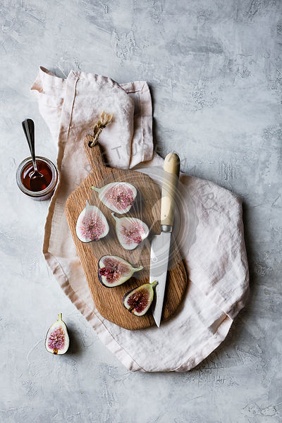 Sliced fresh figs on a chopping board