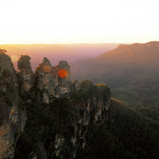 Sunrise view of Three Sisters, The Blue Mountains National Park, Katoomba, New South Wales, Australia
