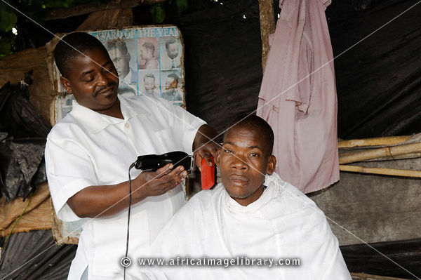 Mozambique, Beira,Tchungamoyo market. small barber shop.