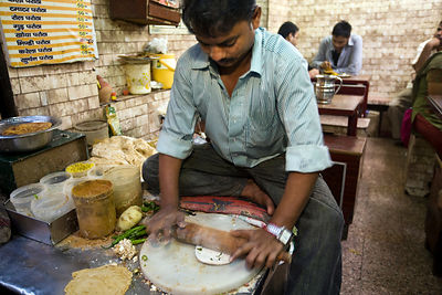 India - Delhi - Ram Billas making paratha at Parawthe Wala restaurant
