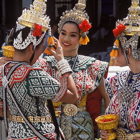Erawan Shrine dancers