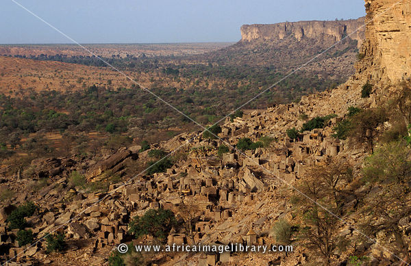 Ireli village below Bandiagara escarpment, Dogon Country, Mali