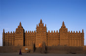 Djenné mosque, the largest mud structure in the world was first built in 1907, Djenné, Mali