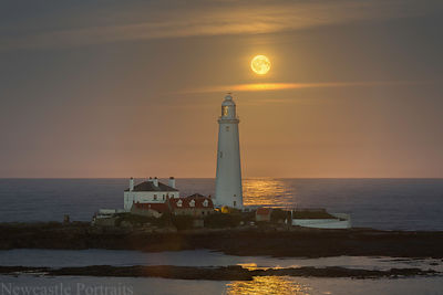 St Mary's Lighthouse moon