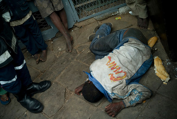 A young homeless boy has been recovered unconscious on the street in the downtown of Antananarivo.