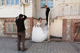 A photographer taking photos of a bride and a groom in Istanbul.