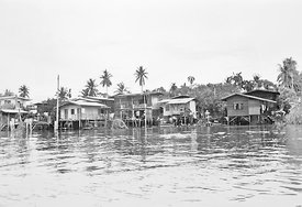 59.3_BKK_river_houses_smaller_B_W_image