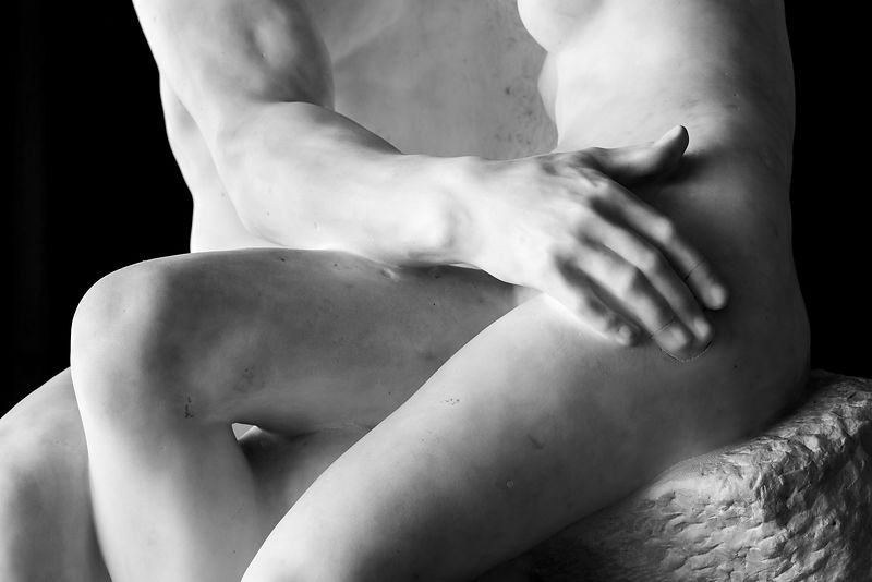 SENSUAL STATUES IN PARIS