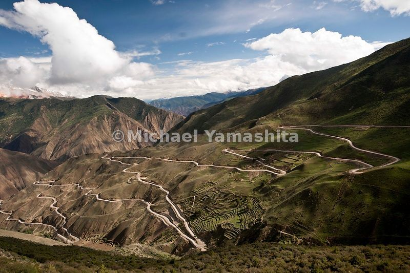 Chamadao, route 318. Zar Gamala pass with it's 180 switchbacks. Highest vertical climb in Tibet, from 1700 m to 4658m...........