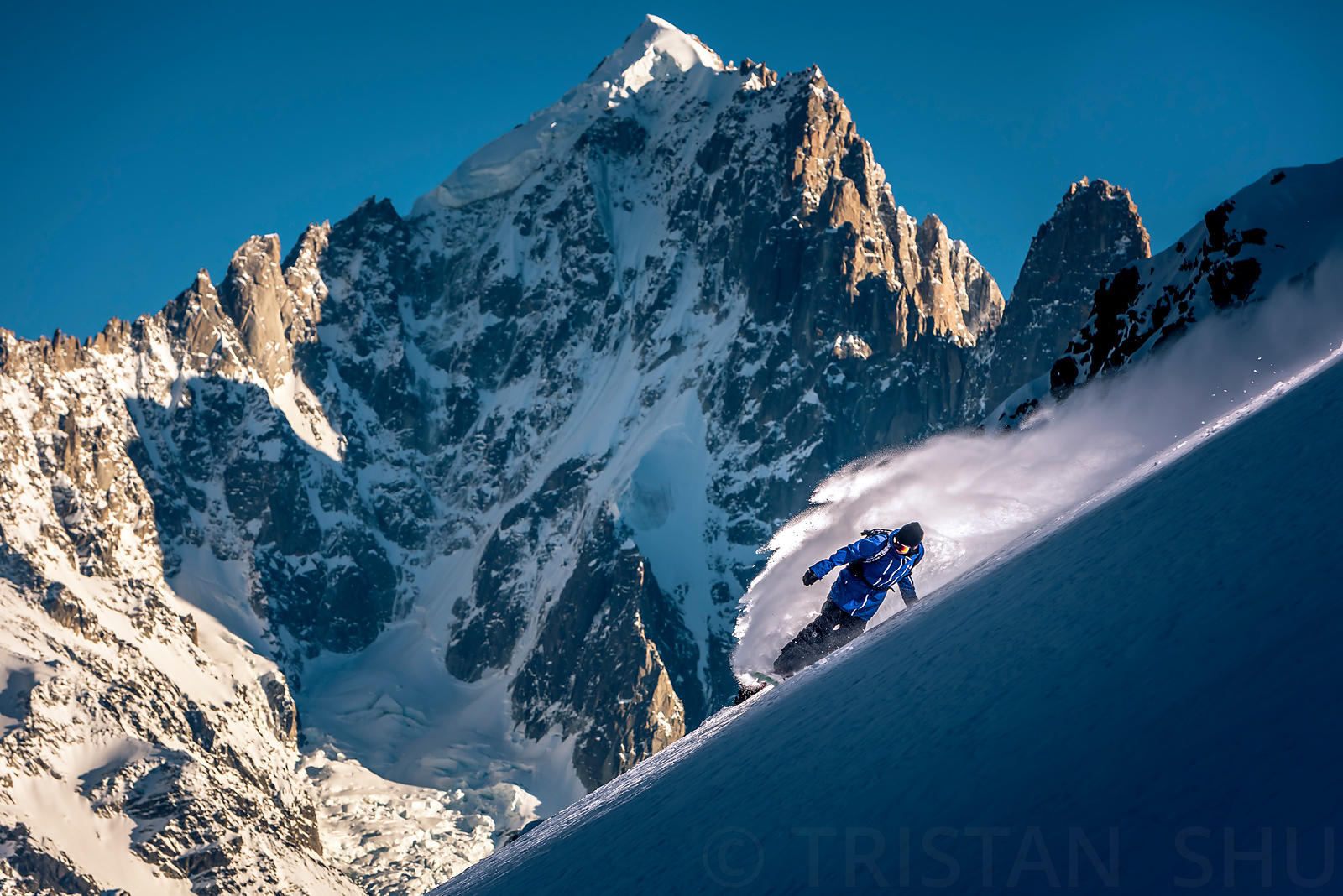 Powder turn in front of Aiguille Verte with Fabian Bodet