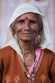 Portrait of an elderly woman on pilgrimage, Pushkar, Rajasthan, India